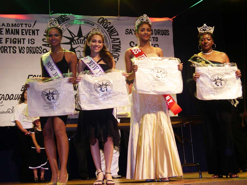 Beauty Queens honored at Annual Gala 2004