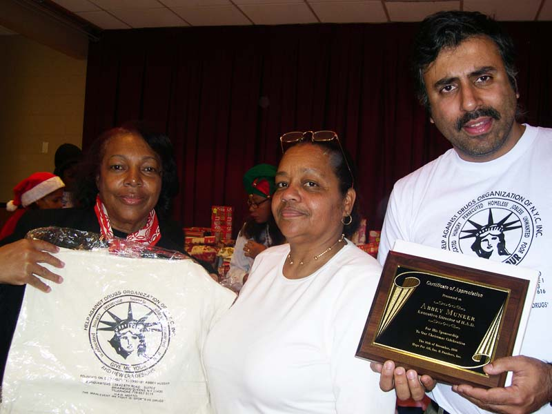 Dr.Abbey Presented with the Hopefa award 2005