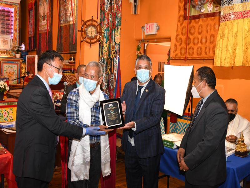 Urgen presenting COVID-19 Champions award to Sonam G Sherpa Founding President United Sherpa Association Inc